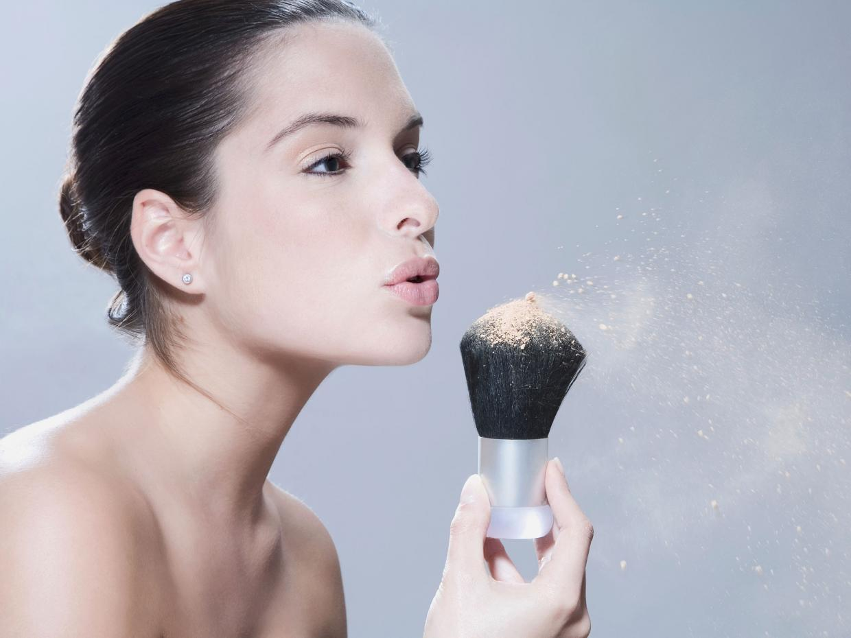 How to make your summer make up really long-lasting?  Check out those 3 best summer mattifying powders!